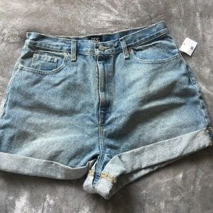 BDG Mom High-Rise Denim Shorts Light Wash